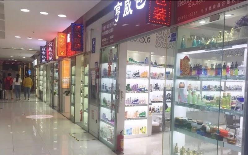 Chợ Mei Bo Cheng cung cấp đa dạng các mặt hàng mỹ phẩm từ bình dân đên cao cấp