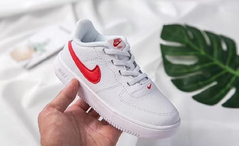 Các mẫu giày trẻ em sử dụng chất liệu vải dệt thoáng khí, giữ ấm mùa đông, thoáng mát mùa hè